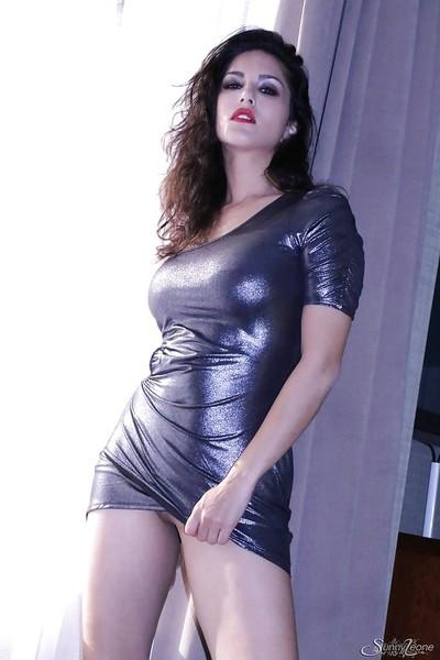 Indian pornstar Sunny Leone shows off her natural big tits