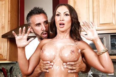 Busty MILF Yasmin Scott gets cunt licked and face covered in cum