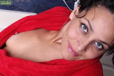 Horny housewife Cielo gets in bathtub for unusual masturbation technique