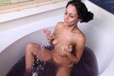 Horny housewife Cielo gets in bathtub for unusual masturbation technique