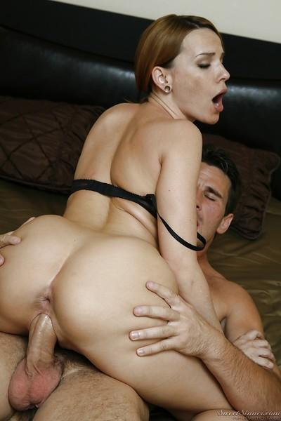Adorable MILF Dana DeArmond gives a blowjob and gets banged hardcore