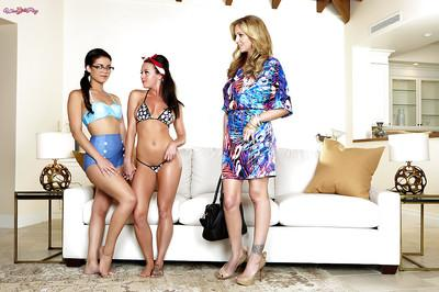 Hot chicks Blair Summers, Julia Ann and Rahyndee James have dyke 3some sex