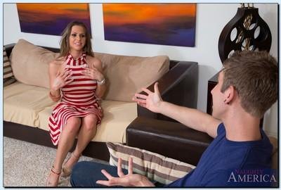 Juggy MILF Rachel Roxxx gives a deepthroat blowjob and gets shagged tough