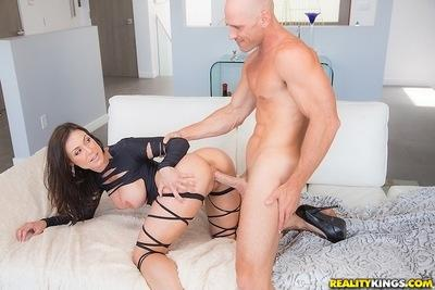 Sexy cowgirl Kendra Lust is ridding a big dagger of her handsome man