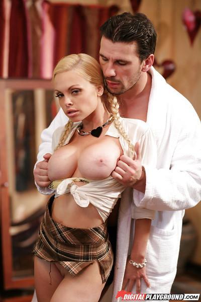 Shaved pussy of a beautiful milf pornstar Jesse Jane fucked hard