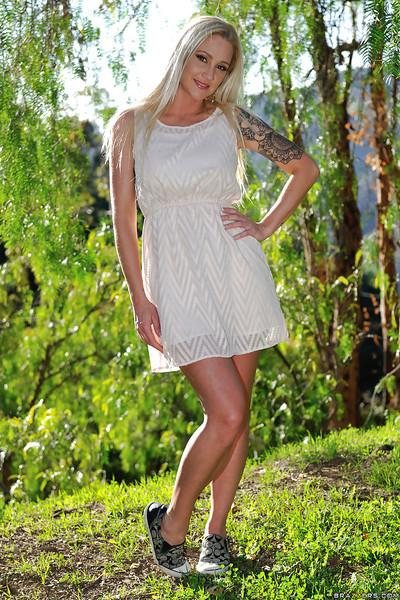 Tattooed blonde Alexis Malone takes off summer frock outdoors