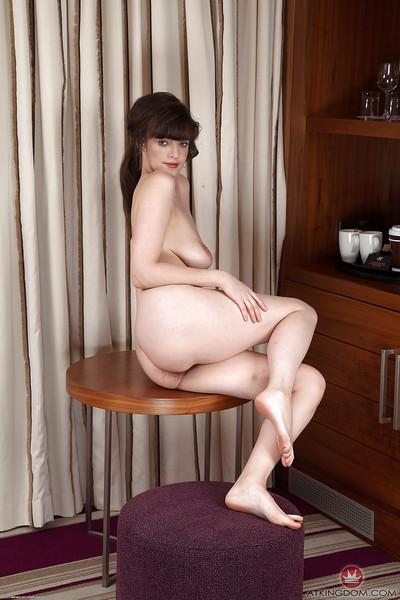 Petite mom with long legs unveils saggy breasts and hairy vagina