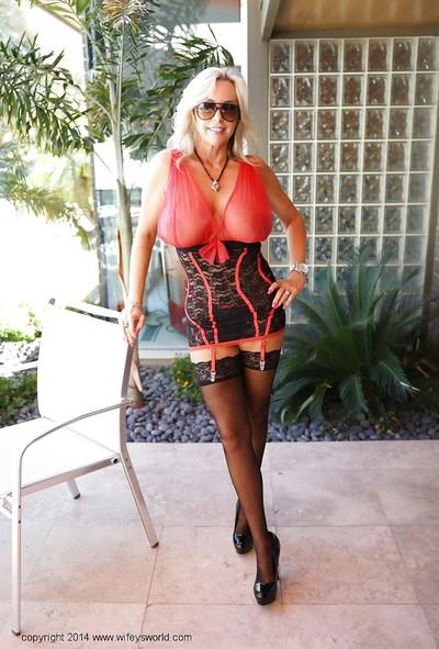 Buxom milf Sandra Otterson and her mesmerizingly sweet treasures