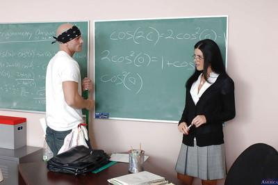 Milf teacher with brunette hair India Summer has her cougar pussy licked