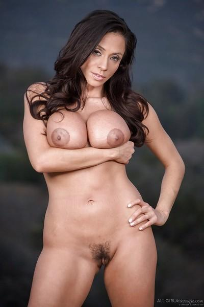 Stunning Latina Ariella Ferrera shows off her big juicy booty