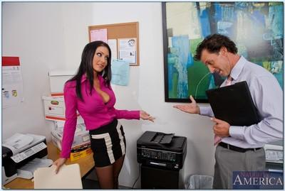 Naughty office MILF Jessica Jaymes strips to stockings and gets fucked