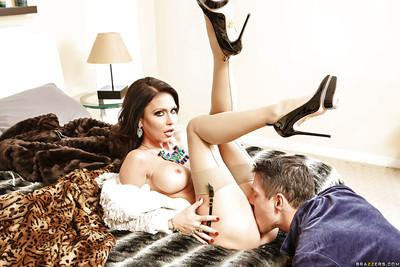 Sweet beauty Jessica Jaymes is riding on this hard prick on cam