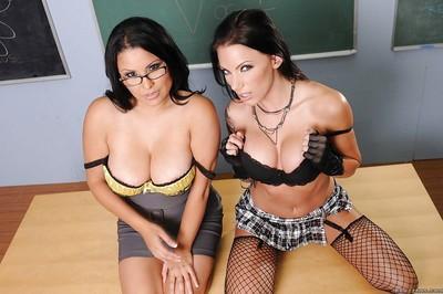 Lesbian MILF teacher Sophia Lomeli getting off with Juelz Ventura