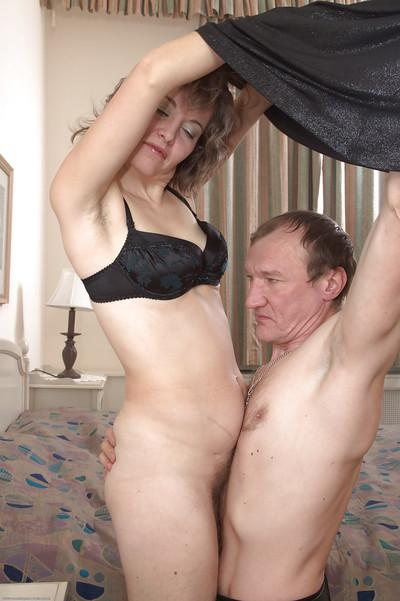 Olga gets her old hairy pussy licked by an old grandpa in bed