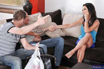 Jessica Jaymes knows how to seduce a man by giving him a blowjob