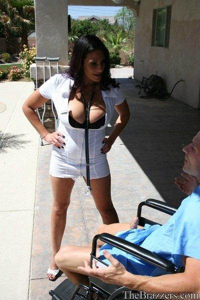 Hot doctor Ava Lauren finds a patient with a proper cock for her cunt