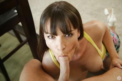 Brunette milf Dana DeArmond dose blowjob and enjoys sweet cumshot