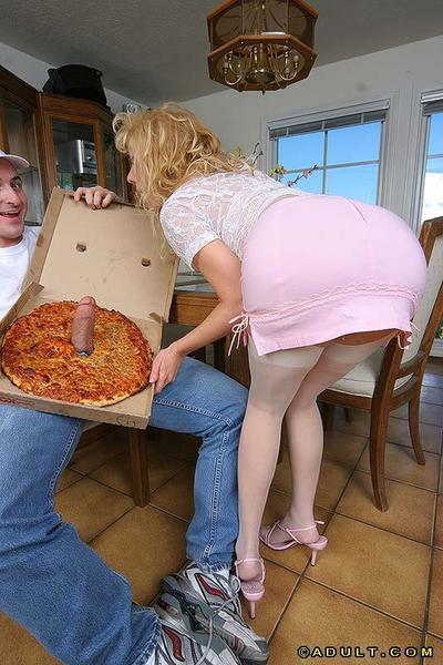 Nice milf in stockings Kara Nox adores sucking cocks of pizza guys