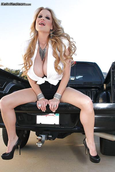 Oiled milf Kelly Madison reveals her amateur ass on a black car
