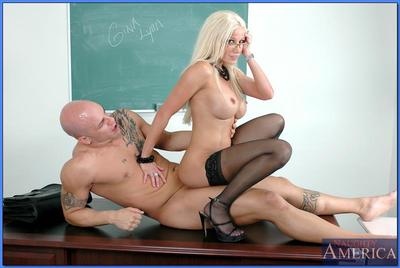 Striking teacher in glasses Gina Lynn stripped to stockings and fucked