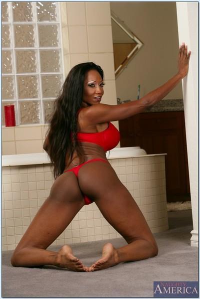 Black MILF Diamond Jackson exposing wet curves in the bathroom