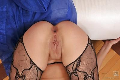 Voluptuous MILF in stockings is into hardcore anal fucking