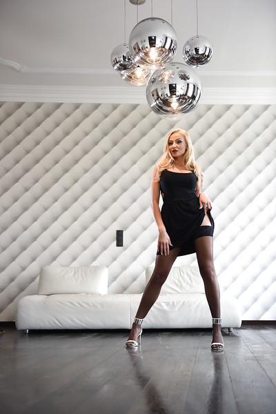 Milf pornstar Kayla Green reveals her succulent big tits and firm ass