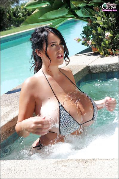 Sizzling poolside photo shoot with busty bikini model Leanne Crow