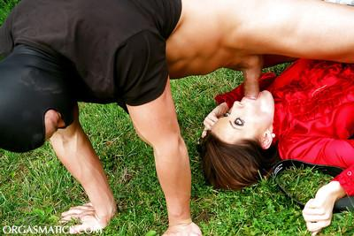 Hot gal gets skull fucked and has some vag vibing fun with masked lad outdoor