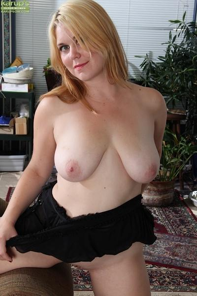 Sassy MILF with big saggy melons undressing and exposing her twat