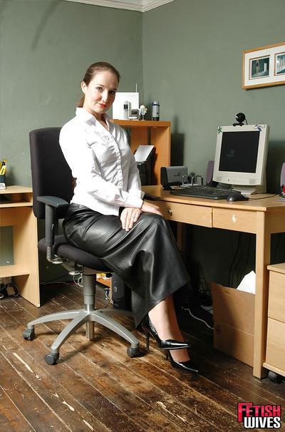 Amateur MILF Sammy looking sexy in long leather skirt in office