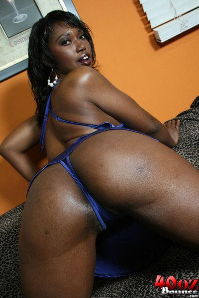 Ebony MILF babe Delotta Brown showing off her big butt and boobs