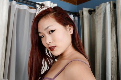 Amateur Asian dame spreads her shaved pink twat for nice close up
