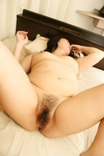Fatty milf Tamaki Shimai is sucking and fucking in her hairy vagina