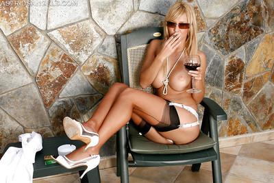 Voluptuous leggy MILF in sunglasses and stockings smoking cigarette