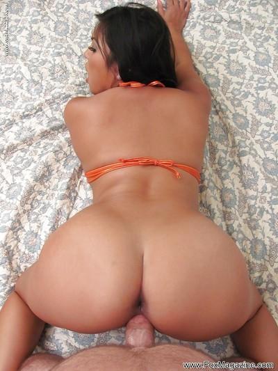 Latina pornstar Adrianna Luna taking cumshot on bare ass after giving head