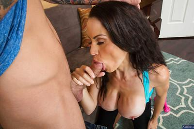 Splendid McKenzie is a very sexy MILF that loves to suck dicks