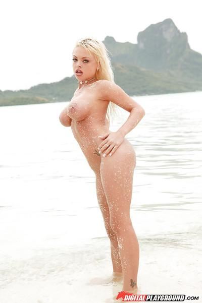 Milf blonde Jesse Jane is showing off her amazing-looking body