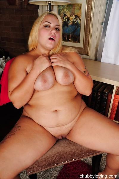Blonde amateur fatty Jade exposing her phat booty and big saggy tits