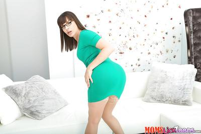 Glasses attired mom Dana Dearmond stripping to pose in stockings and heels