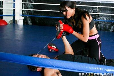 Latina MILF with big tits Shy Love has sex right on the boxing ring