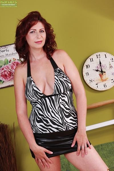 Mature MILF model Laila Fereschte flaunting nice over 40 breasts