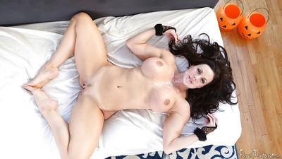 Busty milf Kendra Lust shows her awesome banging skills in doggy pose