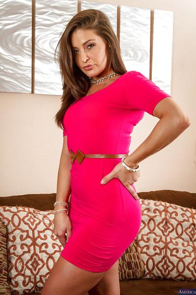 Milf Gracie Glam takes off her dress in a slowly way in the bedroom