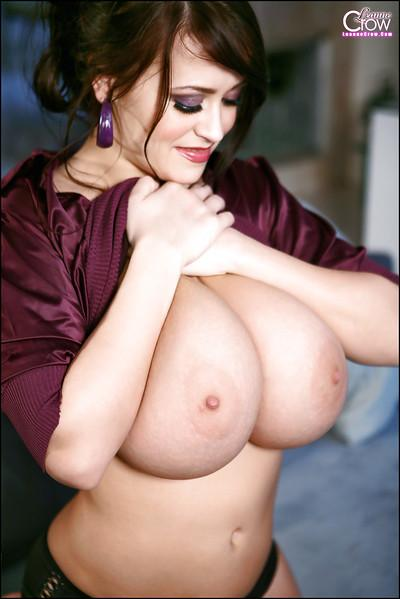 Big boob pornstar Leanne Crow flashing huge hanging breasts