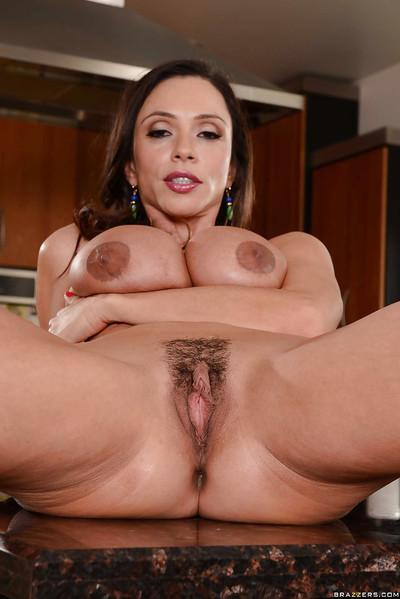Sassy Latina Ariella Ferrera wants to be in the center of attention