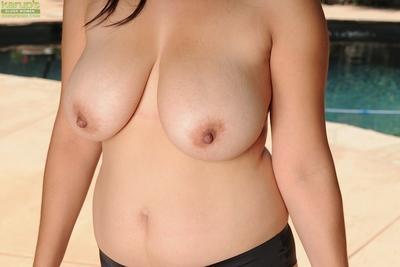 Splendid milf with big tits Valerie Worthington shows her Latina ass