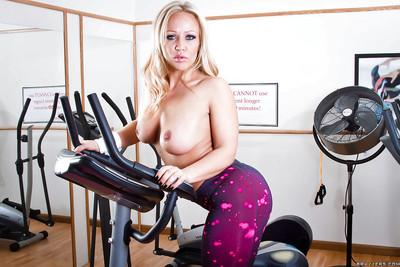 Seductive sporty MILF Austin Taylor strips down after workout