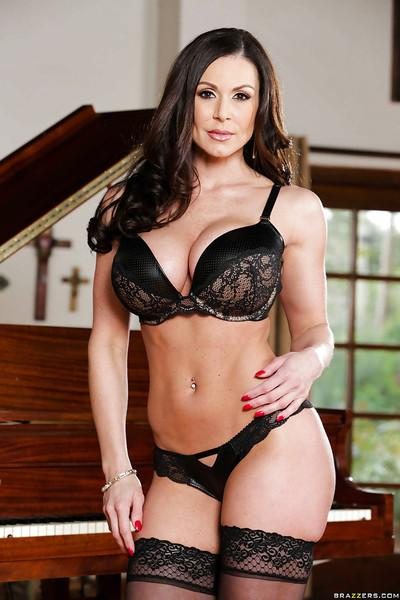 Gorgeous brunette MILF Kendra Lust showing off her amazing curves