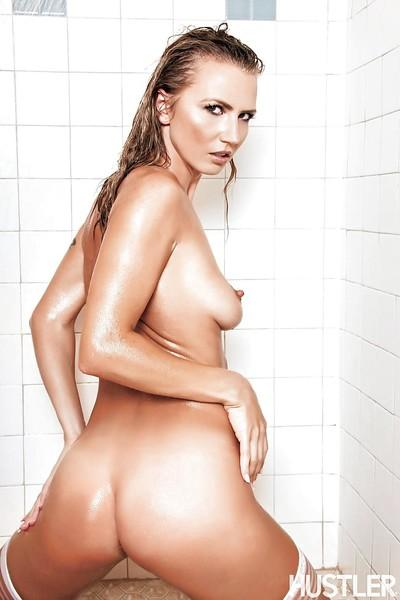 Hot girl Alina Long spreads her perfect pussy in the shower